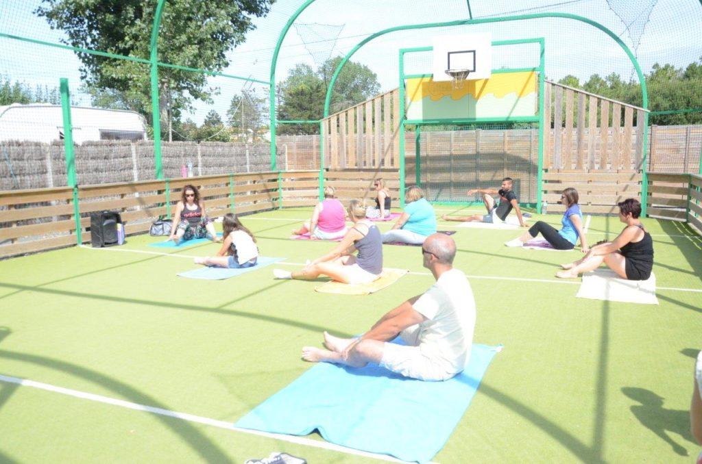 Cours de yoga au camping