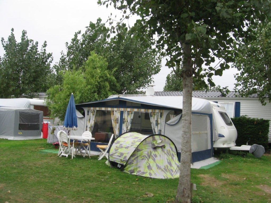 Emplacement tente au camping