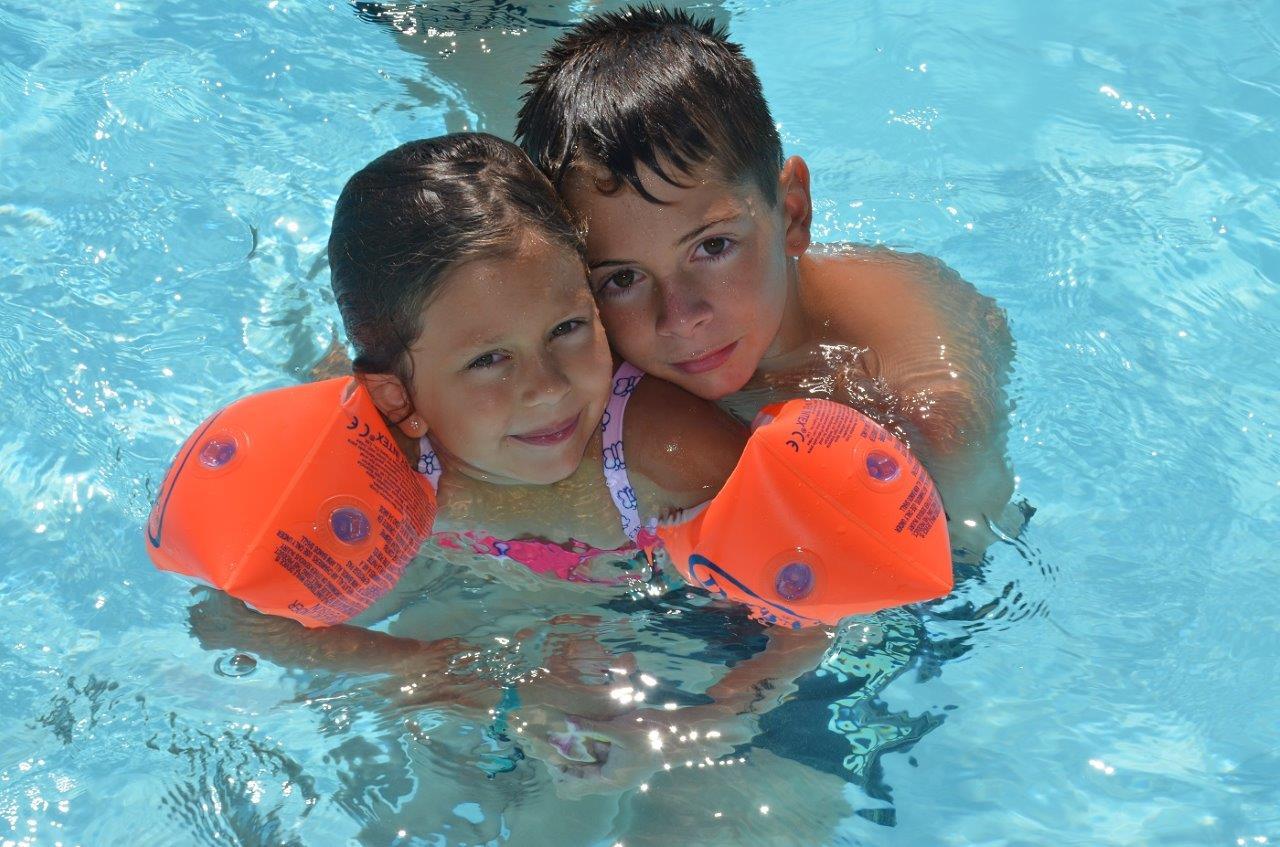Enfants piscine 1 camping saint hilaire de riez les for Piscine enfants